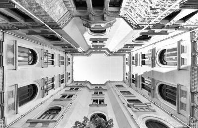 Foto nel Palazzo dell'Acquedotto Pugliese a Bari, i suoi arredi lo stile e le decorazioni a tema 'acqua'
