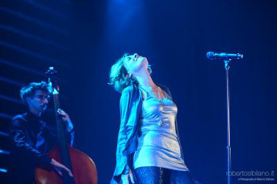 """Foto concerto di Irene Grandi al Teatro Palazzo di Bari - 12 maggio 2015 - """"Un vento senza nome"""""""